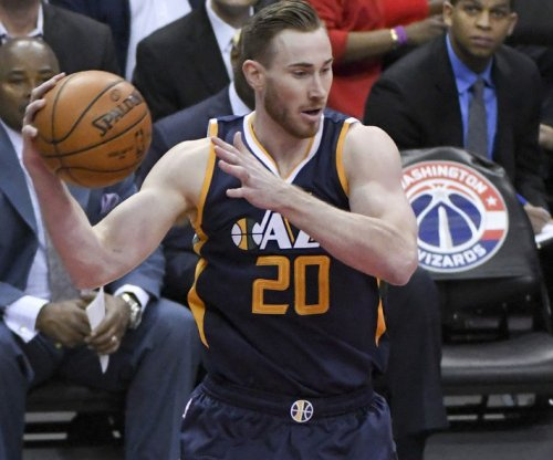 Shelvin Mack, Gordon Hayward lead Utah Jazz in rout of Sacramento Kings
