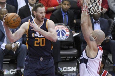 Shelvin Mack, Gordon Hayward lead Utah Jazz in rout of Sacramento Kings
