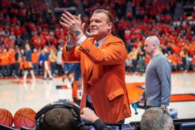 Illinois rewards men's basketball coach Brad Underwood with extension