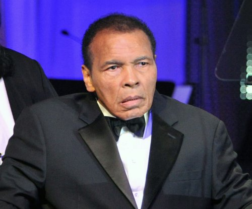 Muhammad Ali voices support for Louisville amid team turmoil