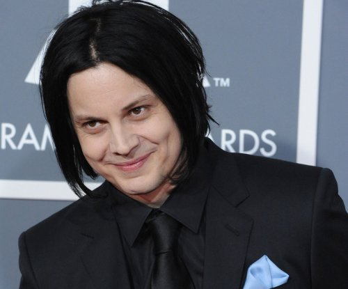 Jack White covers 'You Are the Sunshine of My Life' on 'The Muppets'