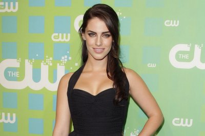 Jessica Lowndes, Jon Lovitz relationship faked to promote music video
