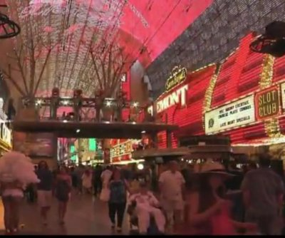 Las Vegas tourists soaked in zip-lining teenager's urine