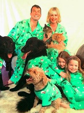 Rebecca Romjin, Jerry O'Connell share matching pajamas Christmas card