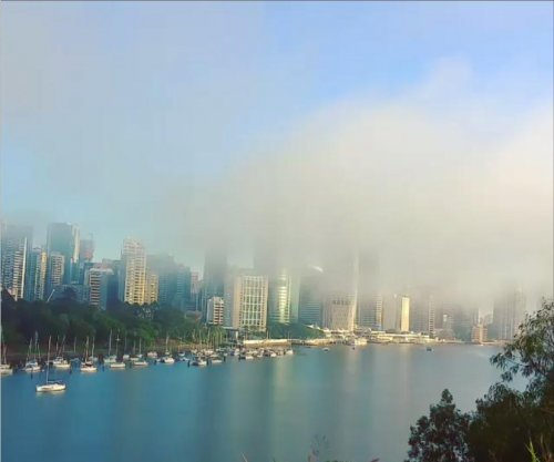 Time-lapse shows thick fog rolling over Australian river