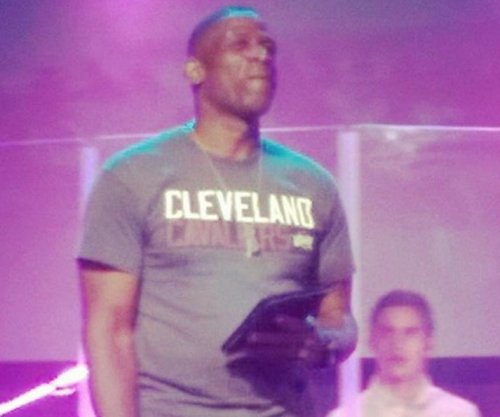 Dwyane Wade's dad sports Cleveland Cavaliers shirt
