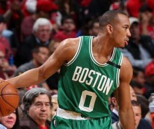 Avery Bradley, Boston Celtics blast Chicago Bulls, advance to second round