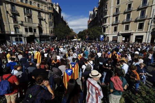 Spanish police raids seen as attempt to thwart Catalan referendum