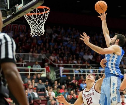 North Carolina Tar Heels hold off Davidson