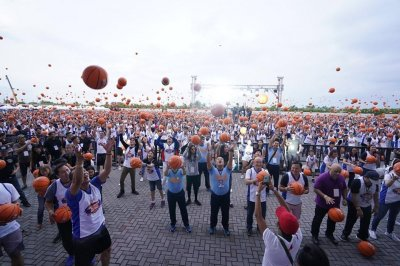 3,800 dribble basketballs simultaneously in Philippines