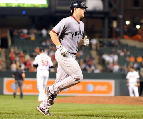 Dodgers claim Ryan Lavarnway from Boston