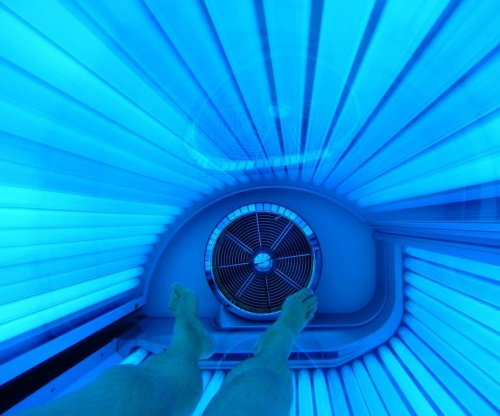 Study of indoor tanning finds new group at risk for skin cancer