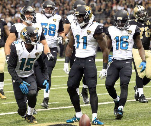 Jacksonville Jaguars WR Marqise Lee suffers serious lower-leg injury, carted off field