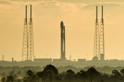 SpaceX nears first launch of its Starlink satellites