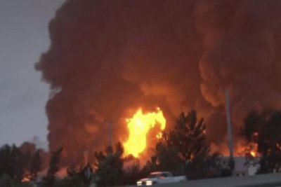 Fire destroys Amazon distribution center in Southern California