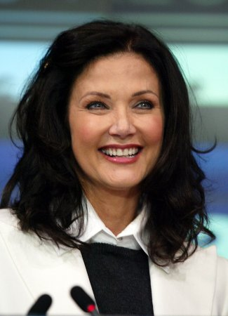 Lynda Carter confesses to alcoholism