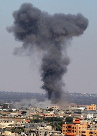Israel warns Gaza residents of further airstrikes