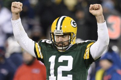 Aaron Rodgers, Green Bay Packers top Falcons in a shootout