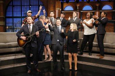 Aubrey Plaza, Jim O'Heir make out while 'Parks and Rec' co-stars sing 'Bye, Bye Li'l Sebastian'