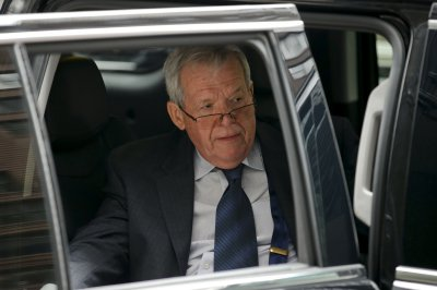 Judge rules Hastert 'hush money' lawsuit can proceed