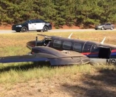 Small plane runs out of gas, lands on Georgia highway median