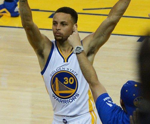 Stephen Curry, Golden State Warriors rain threes on Charlotte Hornets