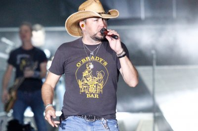 Jason Aldean opens 'SNL' with Tom Petty's 'Won't Back Down'