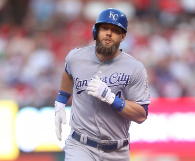 Alex Gordon returns to Kansas City Royals on one-year contract
