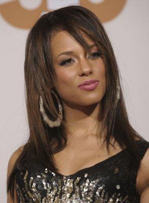 Alicia Keys silenced by voice problems