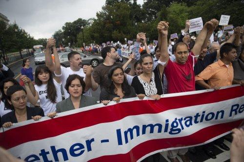 Obama heckled over immigration reform in Connecticut