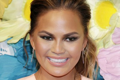 Chrissy Teigen explains why she shared stretch marks photo