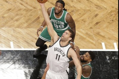 Brook Lopez leads Nets past Celtics
