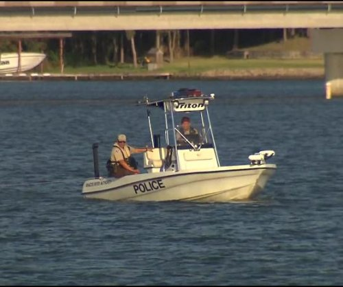 Deputies find girl alone in boat, father's body in lake
