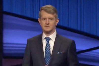 'Jeopardy!: Ken Jennings honors Alex Trebek in teaser for new episodes