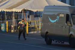 Teamsters mount new effort to help Amazon workers unionize
