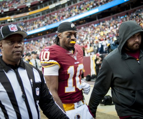 Washington Redskins' Robert Griffin III leaves game injured