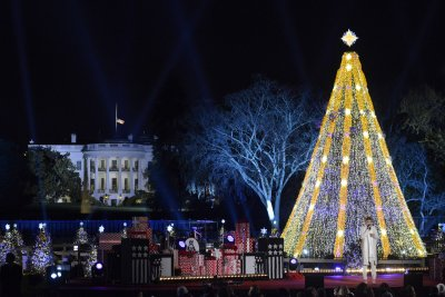 Happy Holiday: Obama grants federal workers early day on Christmas Eve