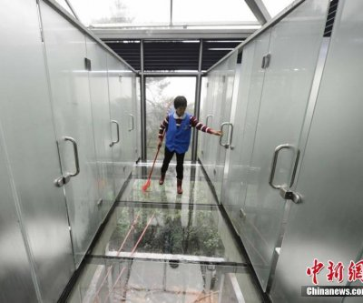Semi-transparent glass bathrooms open at China tourist location