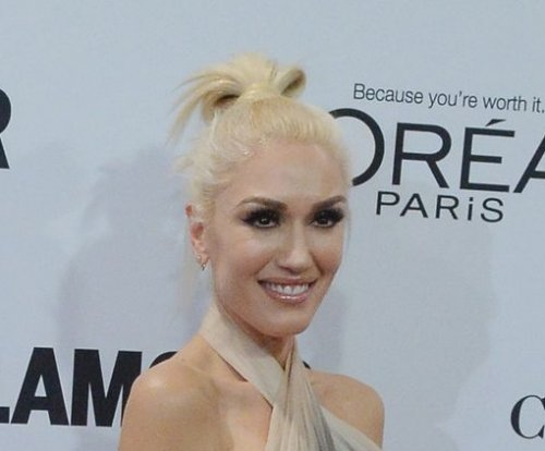 Gwen Stefani gushes about 'amazing' Blake Shelton at Glamour awards