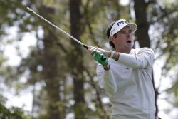 2018 Masters: Bubba Watson curves crazy shot around trees