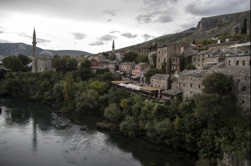 25 years after war, a Bosnian city fights for democracy