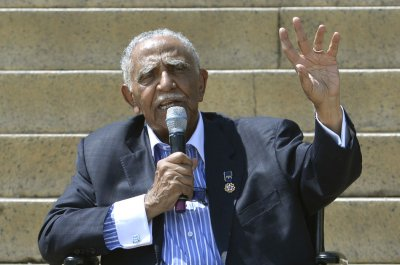 Civil rights icon Rev. Joseph Lowery dies at 98