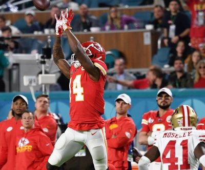 Chiefs restructure WR Sammy Watkins' contract, apply no-trade clause