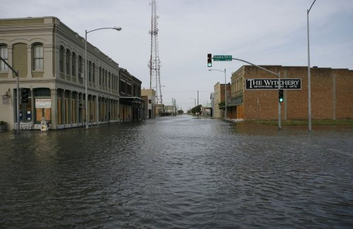 Galveston mayor urges P.O. reopening