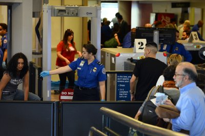 TSA workers calling in sick amid shutdown, union says; DHS denies