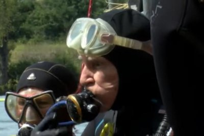 100-year-old man goes scuba diving for Guinness record