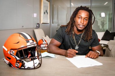 Cleveland Browns sign Pro Bowl RB Kareem Hunt to 2-year extension