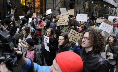 Occupy Wall Street pickets Obama event