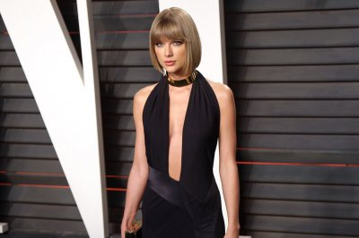 Taylor Swift thanks beau Calvin Harris in iHeartRadio Awards acceptance speech