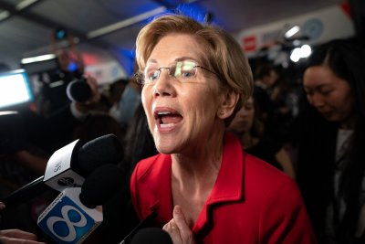 Elizabeth Warren, Julián Castro may be rivals -- but they're buddies, too